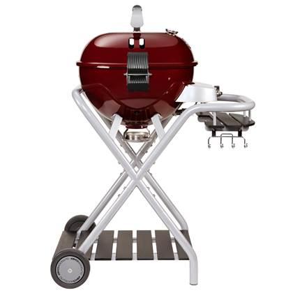 De Feestdagen | De Outdoorchef Ambri gas kogelbarbecue maakt het mogelijk om gezond en gevarieerd te koken, bakken, roosteren op de barbecue. Dankzij het innovatieve trechtersysteem ontstaan er geen vetvlammen en rookontwikkeling. Zeer solide en duurzaam.