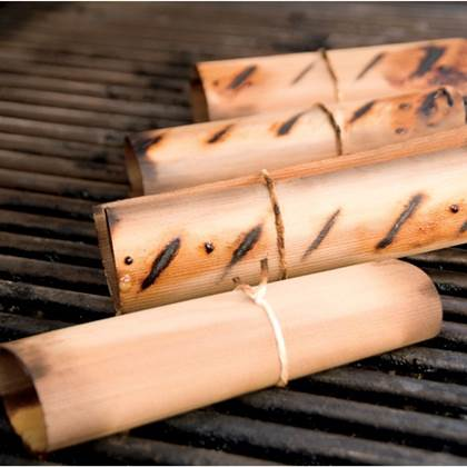 De Feestdagen | Wood wraps zijn dunne houten wraps gemaakt van cederhout, en geven de bbq gerechten een extra aroma. Gasten zullen versteld staan van deze nieuwe smaaksensatie! Verpakt per 8 stuks.